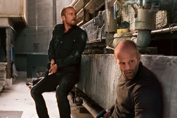 foster and statham in The Mechanic
